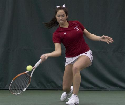 Sophomore Carolyn Chupa returns a ball against Minnesota on Saturday at the IU Tennis Center. The Hoosiers won 6-1. (Image courtesy of the Indiana Daily Student's Michaela Simone)